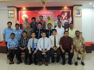 Foto bersama pejabat struktural BPK RI Perwakilan Provinsi Papua Barat, wartawan dan Humas Kabupaten Manokwari